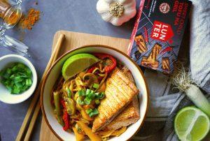 kari rezance s pikantnym grilovanym tofu
